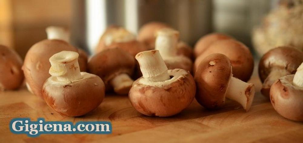 грибы на столе