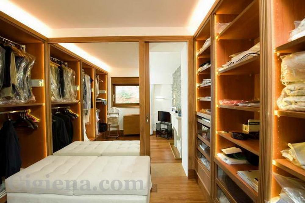 удобная гардеробная комната