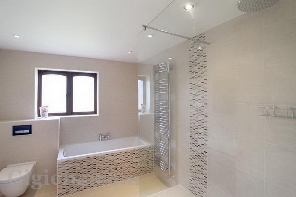 светлая серая плитка для ванной
