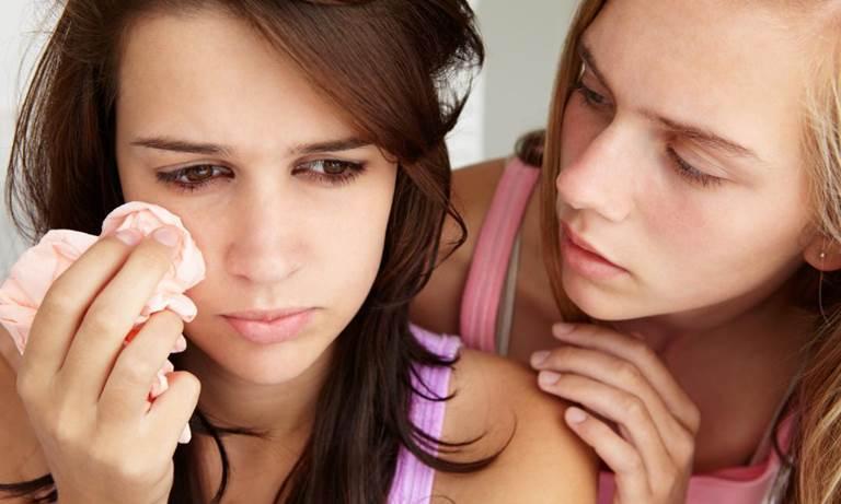 Как успокоить подругу, чтобы восстановить ее душевное равновесие?
