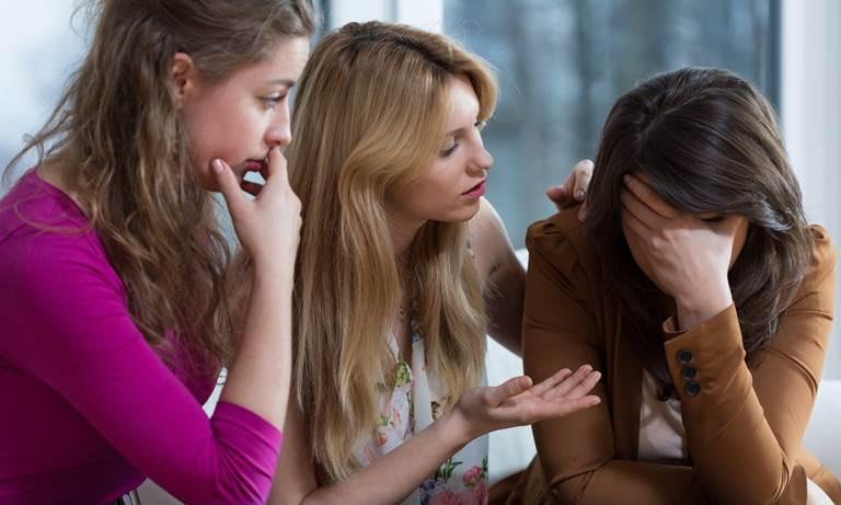 Как успокоить и утешить девушку? Встречаясь с девушкой, каждый сталкивается с ситуацией, когда она находится в плохом настроении, плачет или чем-то расстроена.