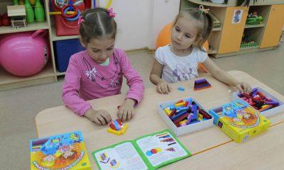 дети изучают цвет